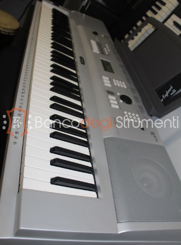 Yamaha dgx 220 tastiera 76 tasti semipesata stand usato banco degli strumenti compra e for Yamaha portable grand dgx 220 electronic keyboard